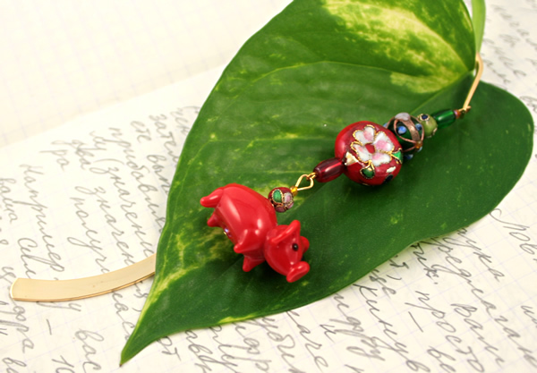Chinese piggy gold plated bookmark, etsy, leaf, medium