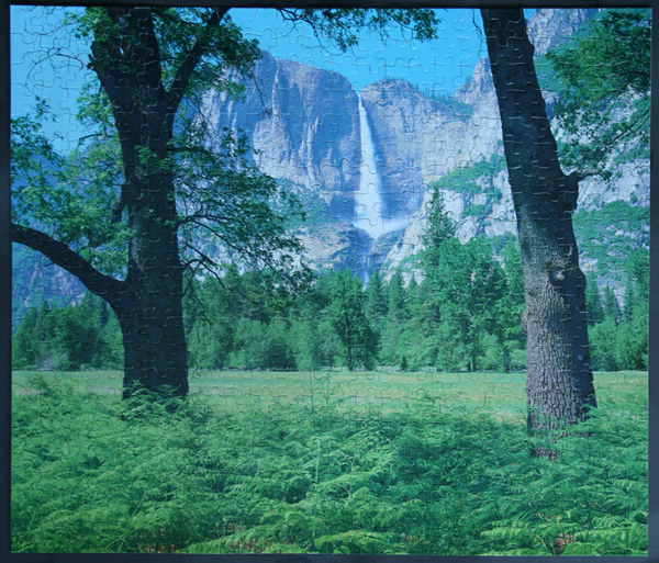 Yosemite Falls in Sierra Nevada Park, California, USA, med