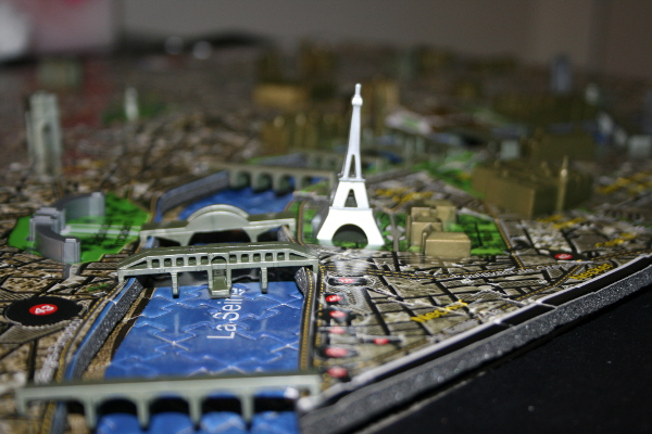 4D - Historical map of Paris, Eiffel tower closeup, med