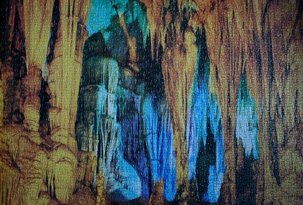 Caverns, med