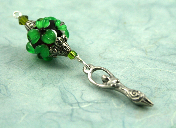 Blessingway bead emerald flower goddess leaf, med