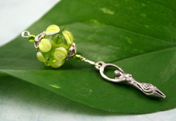 Blessingway bead spring goddess leaf, med
