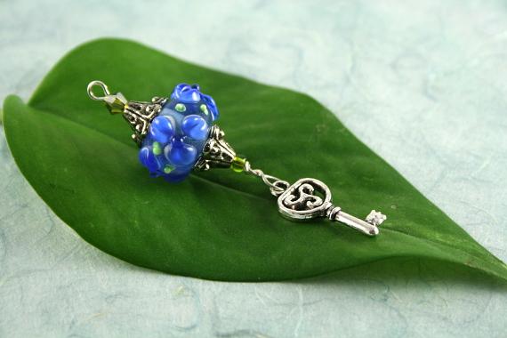 Blessingway bead - Blue flower key, leaf, md