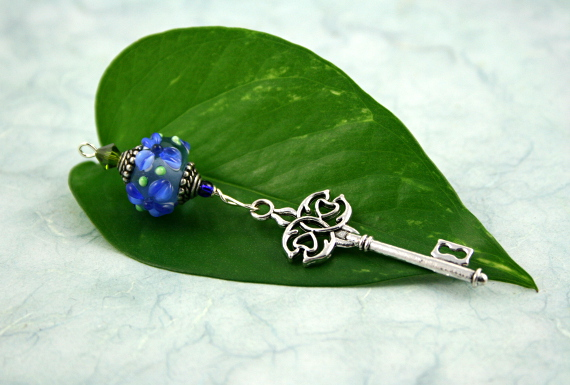 Blessingway bead - Blue flower key, leaf, md