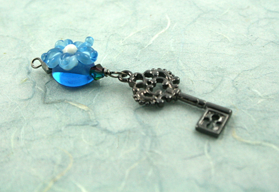 Blessingway bead - Blue flower secret key, blue, md