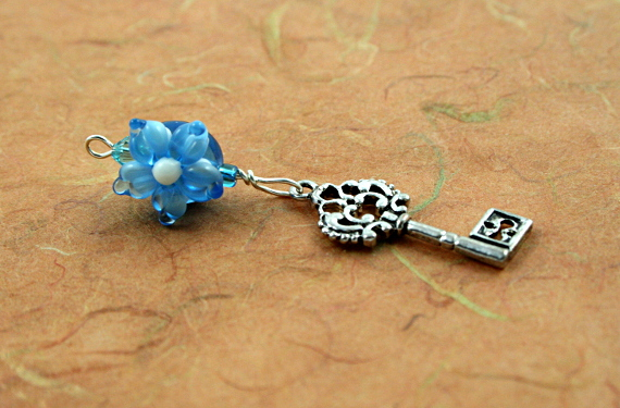 Blessingway bead - Blue flower silver key, earth, md