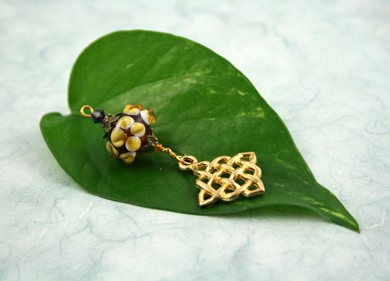 Blessingway bead - Earth flower celtic knot, leaf, md