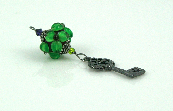 Blessingway bead - Emerald flower key, md
