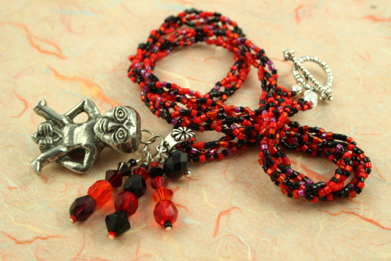 Sheela-na-gig necklace - red and black, heap, md