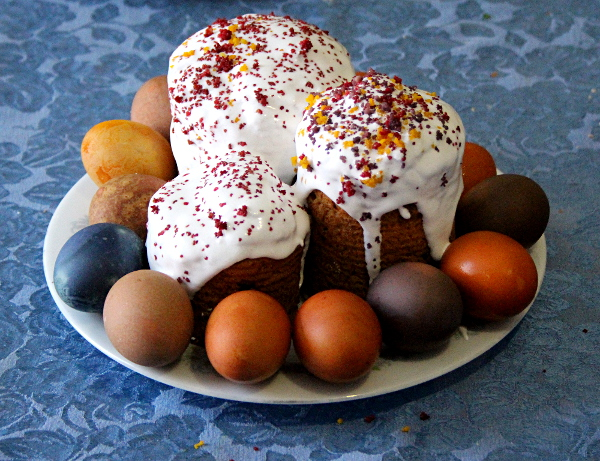 Easter paski and eggs, md