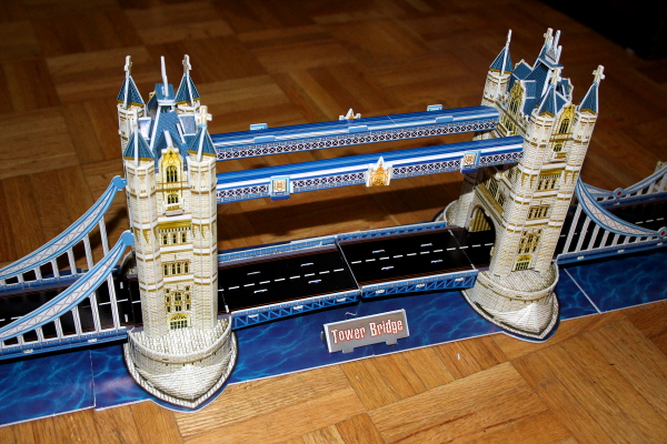 Londow Tower Bridge 3D puzzle, centre closeup 2, med