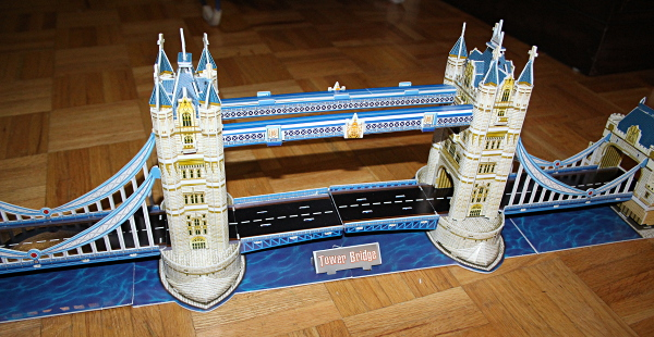 Londow Tower Bridge 3D puzzle, centre closeup, med