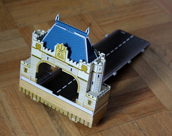 Londow Tower Bridge 3D puzzle, first bridge end front, med