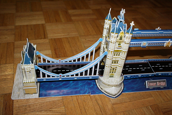 Londow Tower Bridge 3D puzzle, left closeup, med