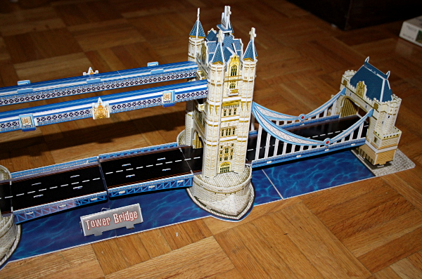 Londow Tower Bridge 3D puzzle, right closeup, med