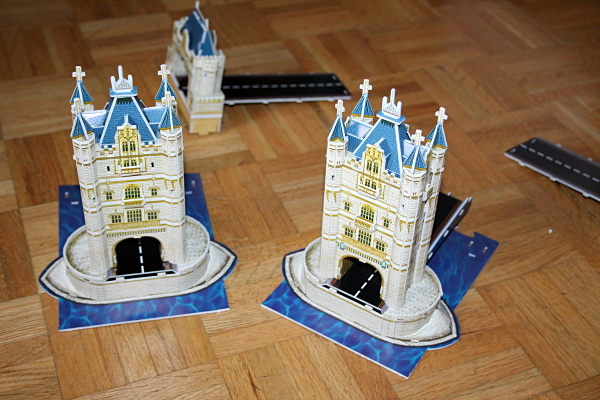 Londow Tower Bridge 3D puzzle, towers correct assembly, med