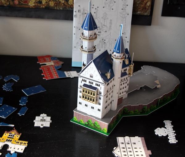 Neuschwanstein Castle 3D puzzle, balcony, med
