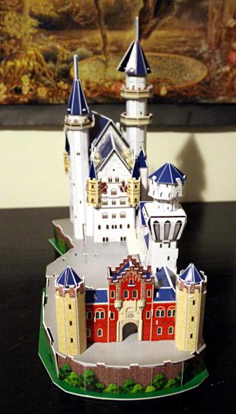 Neuschwanstein Castle 3D puzzle, front, med