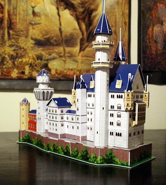 Neuschwanstein Castle 3D puzzle, full big tower, med