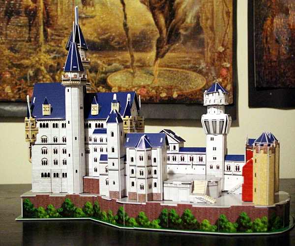 Neuschwanstein Castle 3D puzzle, full left, med