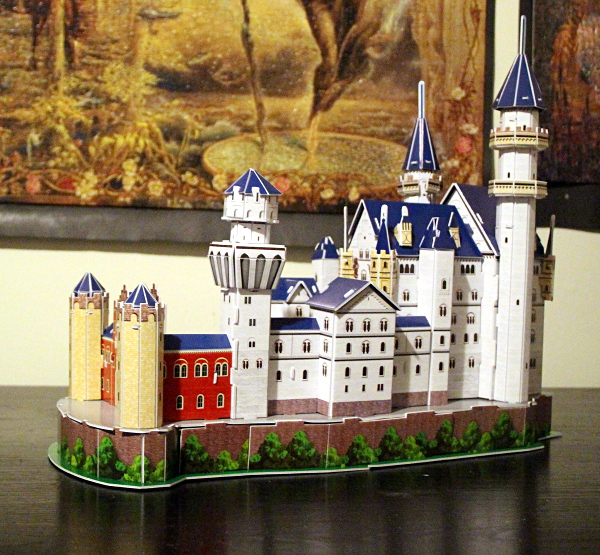 Neuschwanstein Castle 3D puzzle, full yellow towers, med