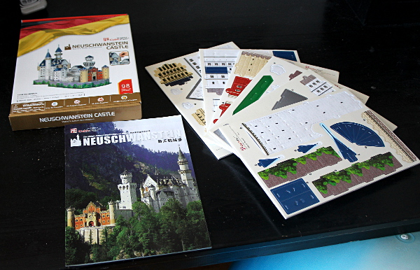 Neuschwanstein Castle 3D puzzle, package contents, med