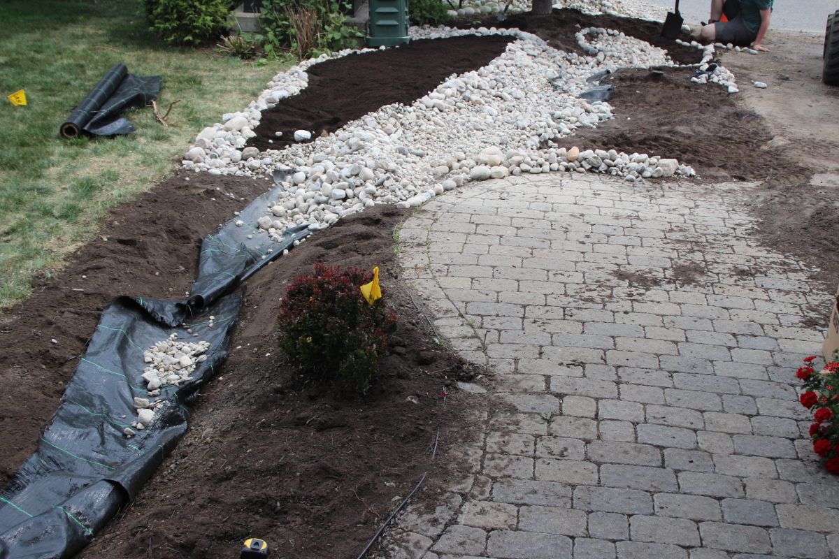 Buildilng river bed, liner closeup 1200